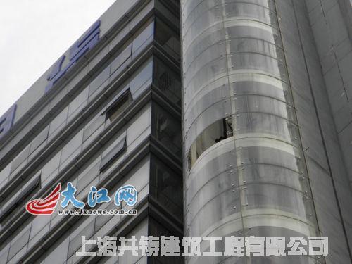 宜春一超市观光电梯玻璃幕墙爆裂-电梯钢结构井道井